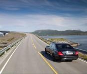 Mercedes на шоссе
