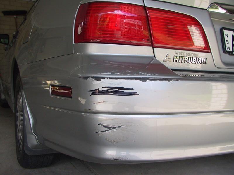 Убрать царапины с бампера автомобиля